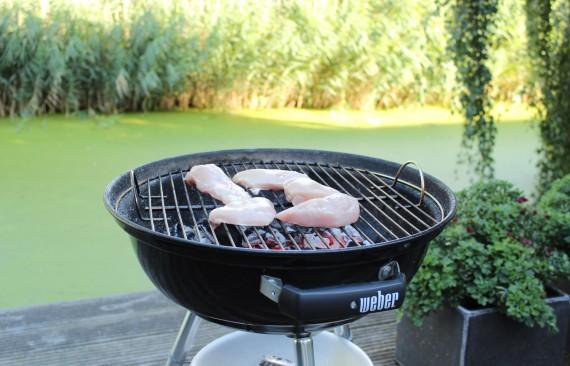 Kip van de barbecue