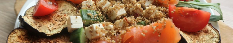 Quinoasalade met gerookte zalm en feta